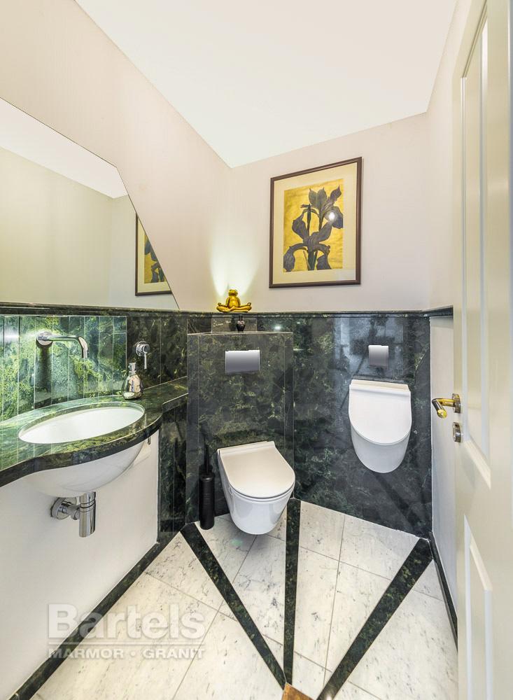 naturstein waschtisch urinal und wc auf kleinstem raum marmor und granit werk bartels wedel. Black Bedroom Furniture Sets. Home Design Ideas
