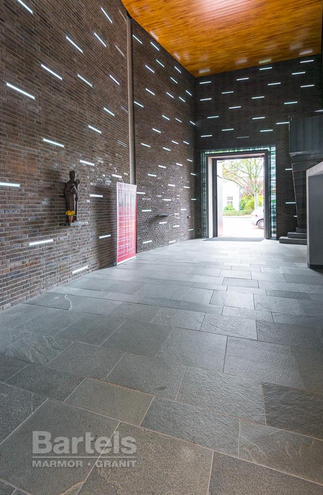 Naturstein Bodenbelage In Einer Hamburger Kirche Marmor Und Granit
